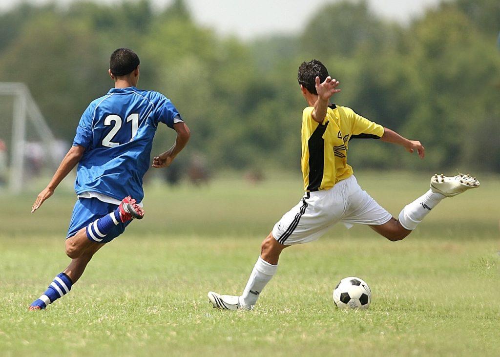 Dos futbolistas